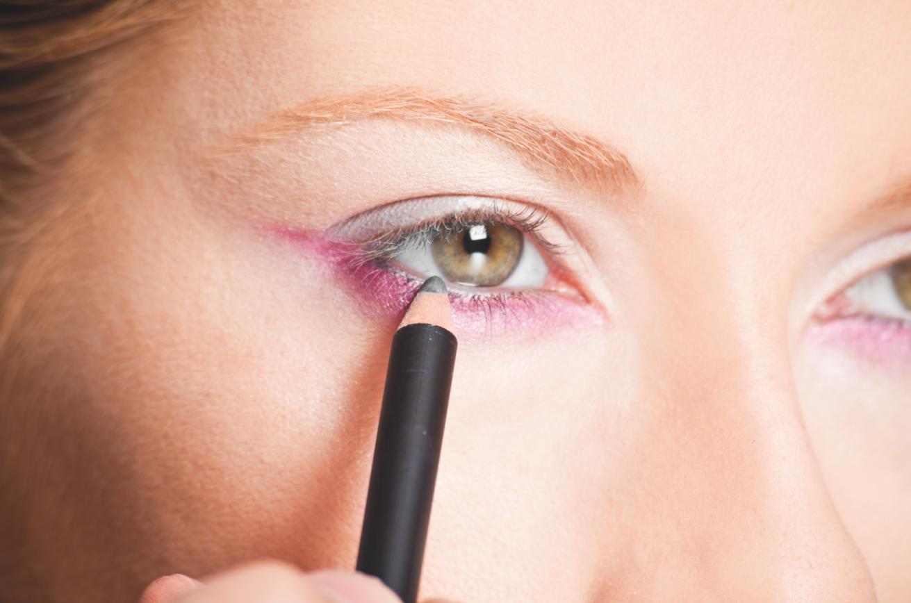 eye liner maquillaje profesional