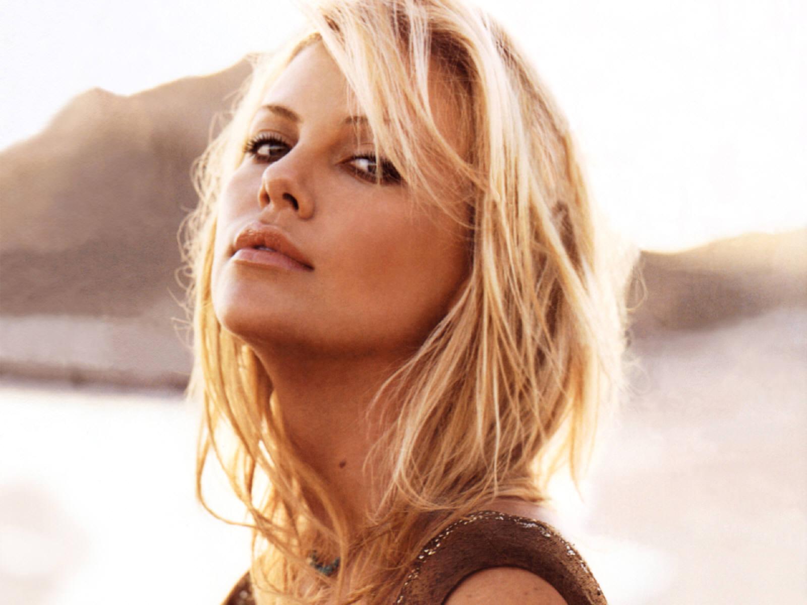 Maquillaje paso a paso: el look fresco de Charlize Theron