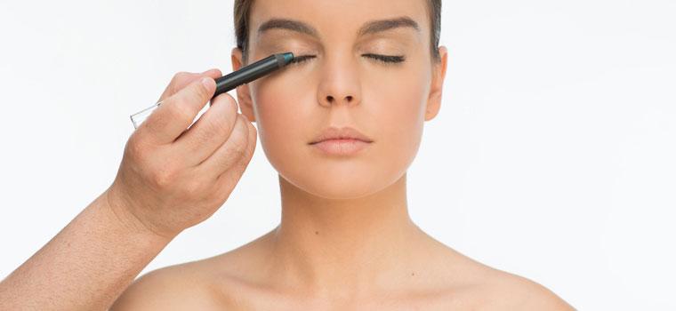 Cómo evitar los errores más comunes al maquillarse los ojos
