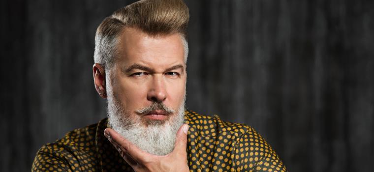 Descárgate nuestra guía gratuita sobre maquillaje y cortes de pelo para hombres
