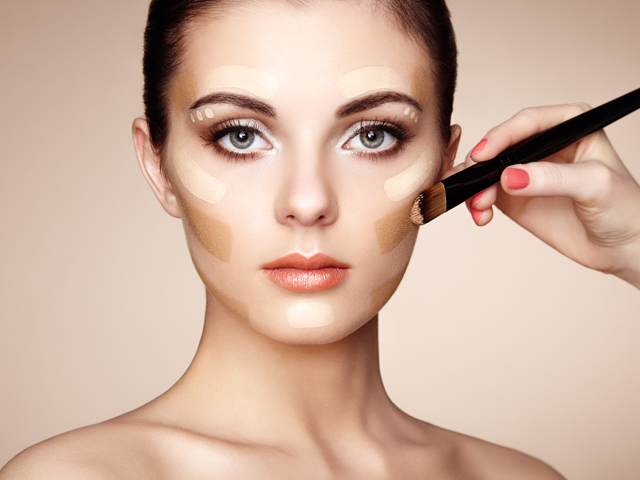 Aplica maquillaje