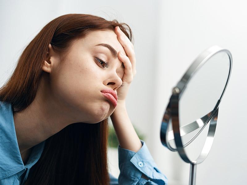 rostro cansado espejo